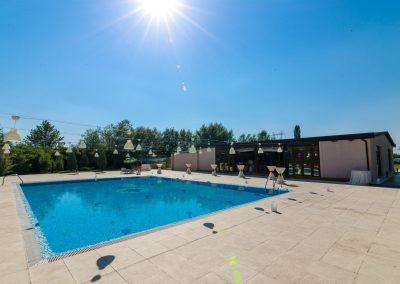 salon-crystal-water-belvedere-on-lake-nunta-la-piscina-3