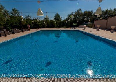 salon-crystal-water-belvedere-on-lake-nunta-la-piscina-5
