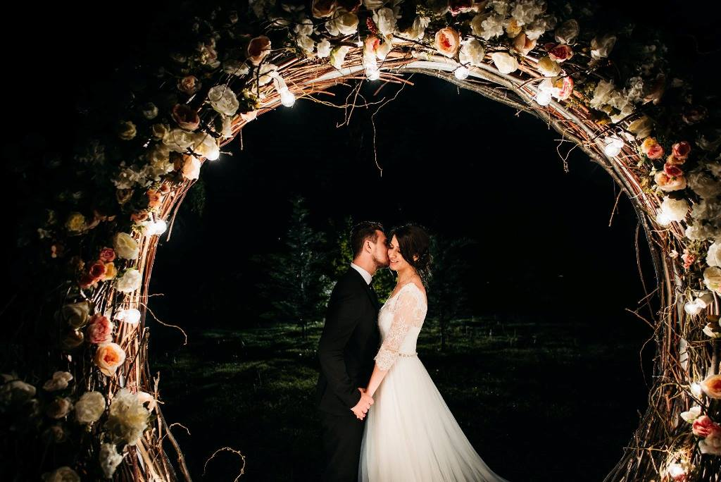 Arcada flori nunta in gradina