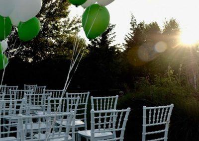 Cununie in aer liber - aranjament cu baloane