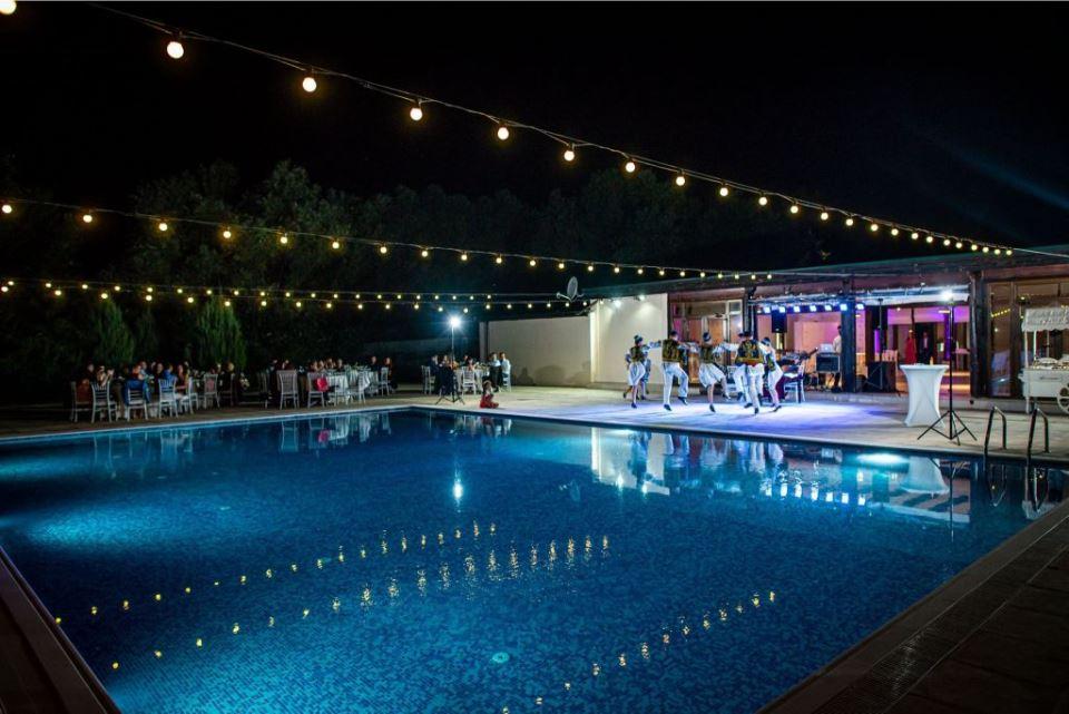 dansuri populare de nunta la piscina noaptea