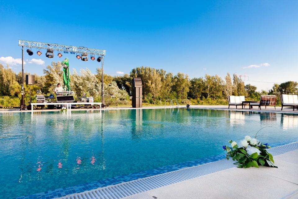 nunta la piscina cu DJ